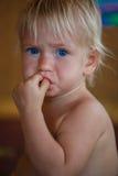秀丽白肤金发的年轻男孩 免版税库存图片