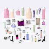 秀丽的美容师辅助部件关心,卫生学和构成在a 免版税库存图片