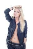 秀丽皮夹克和短裤的时装模特儿女孩 免版税库存照片
