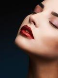 秀丽红色嘴唇构成细节 免版税库存照片