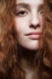 秀丽纵向红头发人 免版税库存图片