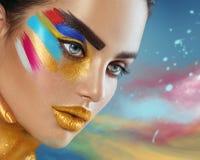 秀丽美丽的妇女时尚画象有五颜六色的抽象构成的 库存照片
