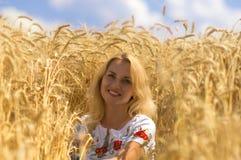 秀丽自然麦子妇女 免版税库存图片