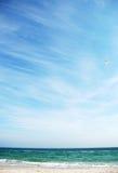 秀丽蓝色海运天空 库存图片