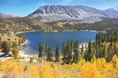 秀丽蓝色湖魔术优胜美地 库存图片