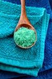 秀丽蓝色软的毛巾 库存图片