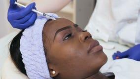 秀丽诊所的年轻非洲妇女 影视素材