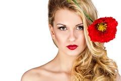 秀丽金发碧眼的女人妇女 有长的卷曲白肤金发的hairan的美丽的女孩 库存图片