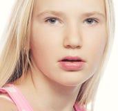 秀丽青少年的女孩 美丽的模型表面 免版税图库摄影