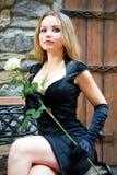 秀丽黑色礼服性感的妇女 免版税图库摄影