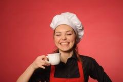 秀丽年轻人厨师用咖啡 库存照片