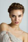秀丽年轻美丽的妇女温泉画象  免版税库存照片