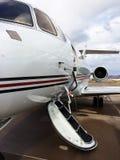 私人喷气式飞机停放在机场 免版税图库摄影