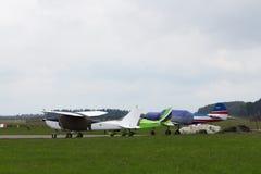 私人喷气式飞机停放 库存图片