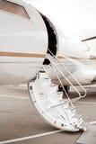 私人喷气式飞机梯子 库存图片
