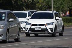 私人汽车丰田亚里斯斜背式的汽车Eco汽车 库存照片