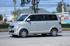 私人汽车,铃木APV的微型范 库存照片