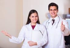 私人诊所的两位医生 免版税库存照片