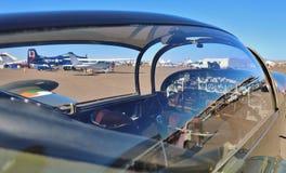 私人飞机驾驶舱-停放在机场 免版税库存图片