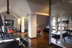 私有健身房在家 免版税图库摄影
