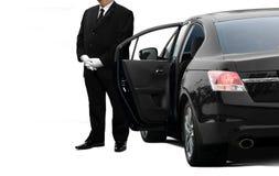 私有大型高级轿车司机等待的乘客 免版税图库摄影