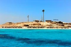 私有天堂海岛在休闲旅游者的红海 库存照片
