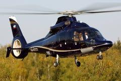 私有欧洲直升机公司AS-365法国皇太子在谢列梅国际机场 库存照片