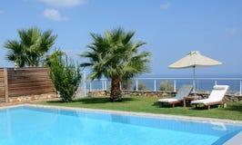 私有海边游泳池 免版税库存照片