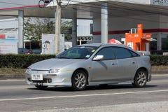 私有老汽车马自达323 Astina 免版税库存图片