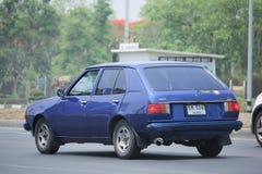 私有老汽车,马自达323 库存照片