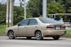 私有老汽车晴朗的日产 库存照片