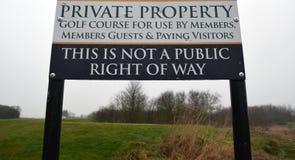 私有财产高尔夫球场标志 免版税库存照片