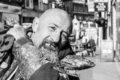 秃头人街道画象有胡子的A 库存图片