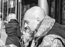 秃头人街道画象有胡子的B 免版税库存图片