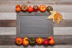 秋叶,在木背景的南瓜与在黑板的拷贝空间 免版税图库摄影