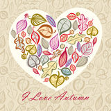 秋天与心脏的卡片设计由叶子制成 库存照片