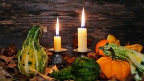 秋天与蜡烛和南瓜的感恩装饰 股票录像
