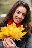 秋天五颜六色的女孩公园 免版税库存照片