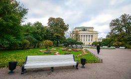 秋天公园在圣彼德堡,俄罗斯 图库摄影