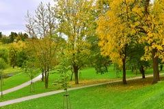 秋天公园在捷克克鲁姆洛夫 库存照片