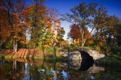 秋天公园,圣彼德堡,俄罗斯 免版税图库摄影