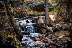 秋天及早做山山照片极性流 免版税库存图片