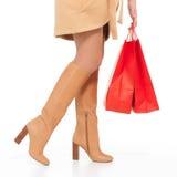 秋天启动的妇女与购物袋 库存图片