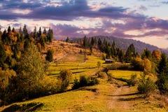 秋天喀尔巴阡山脉的横向山 图库摄影