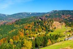 秋天喀尔巴阡山脉的横向山 免版税库存照片