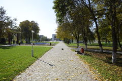 秋天在公园 公园在一个小村庄 秋天颜色 图库摄影