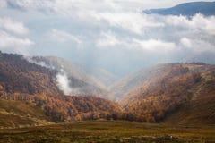 秋天在喀尔巴阡山脉 免版税库存照片