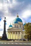 秋天在圣彼德堡 三位一体Izmailovsky大教堂(三位一体大教堂) 免版税库存图片