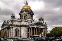 秋天在圣彼德堡 大教堂isaac s st 免版税库存照片