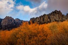 秋天在山Demerdzhi克里米亚的风景日落 库存图片